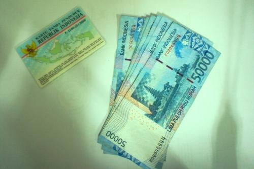Ada uang! Ada barang! [2013: E O]