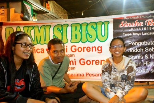 Went out for dinner with my brother, sister and friends at Bakmi si Bisu, Dongkelan. [2011: Oktofani Elisabeth]