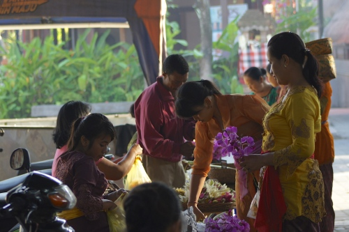 Balinese women were purchasing offering flower in Ubud Market [2013: E O]