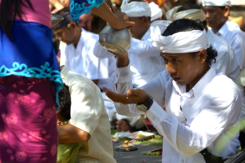 Balinese man was receiving holy water from Jero Truni before starting his prayer [2013: E O]