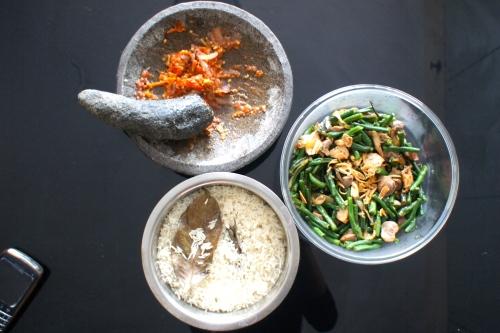 Tumis Kacang Panjang, Nasi Putih dan Sambal Terasi [2012: Oktofani]