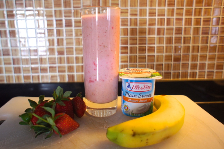 Homemade Banana Strawberry Lassi [2013: Oktofani]