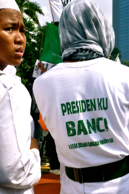 "The protesters called President Susilo Bambang Yudhoyono ""banci,"" which literally translates to transvestite, saying he was a coward for not disbanding Ahmadiyah. [2011: Oktofani Elisabeth]"