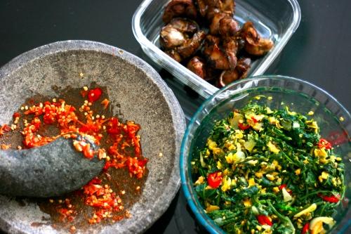 Tumis pucuk labu, hati ayam bakar dan sambal bawang [2013: E O]