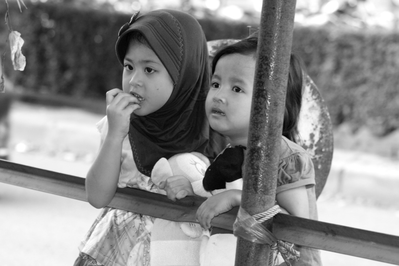 Jakartan street kids are enjoying their simple life [2014: E O]