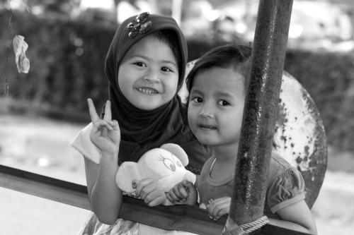 Bright smile of Jakarta street kids [2014: E O]