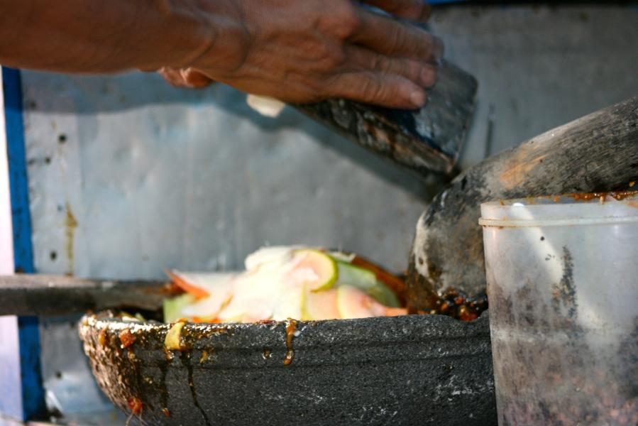 Grating the fruit for rujak serut [2014: E O]