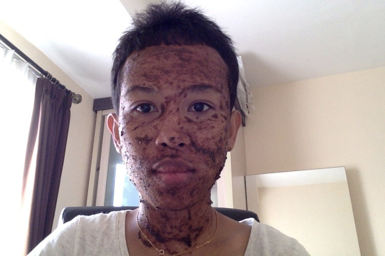 Applying the homemade rice and coffee facial scrub [2014: EO]
