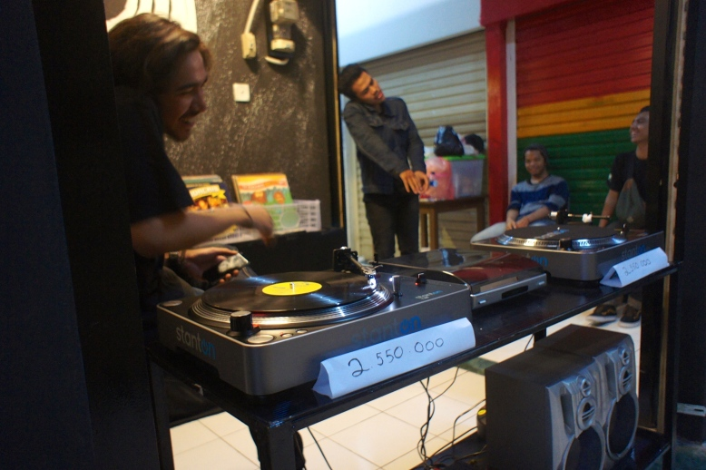Spinning in Pasar Santa [2014: E O]