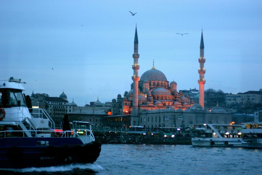 One icey night in Istanbul, Turkey [2014: E O]