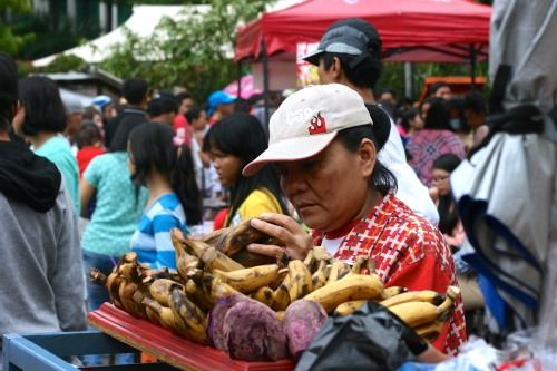 Steam banana, boiled potato and steam peanuts are Indonesian traditional snack [2014: E O]