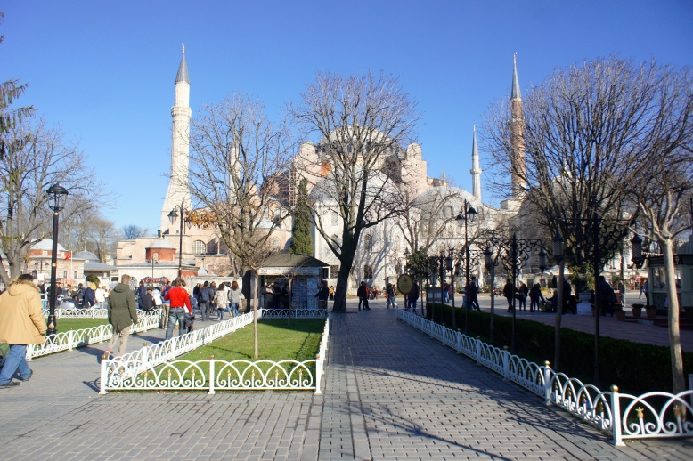 Under the blue sky, there is a blue mosque of Sultanamet [2014: E O]