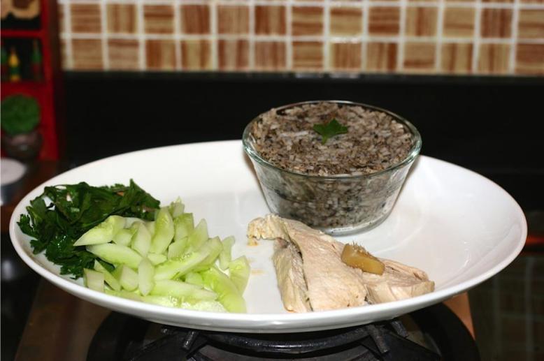 Black olive rice, hainanese chicken in sesame oil and raw veggie [2014: E O]