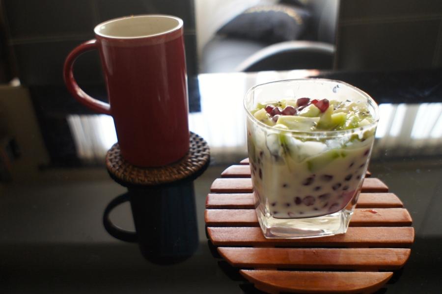 Fruit salad with corn flake and plain yogurt [2015: E O]