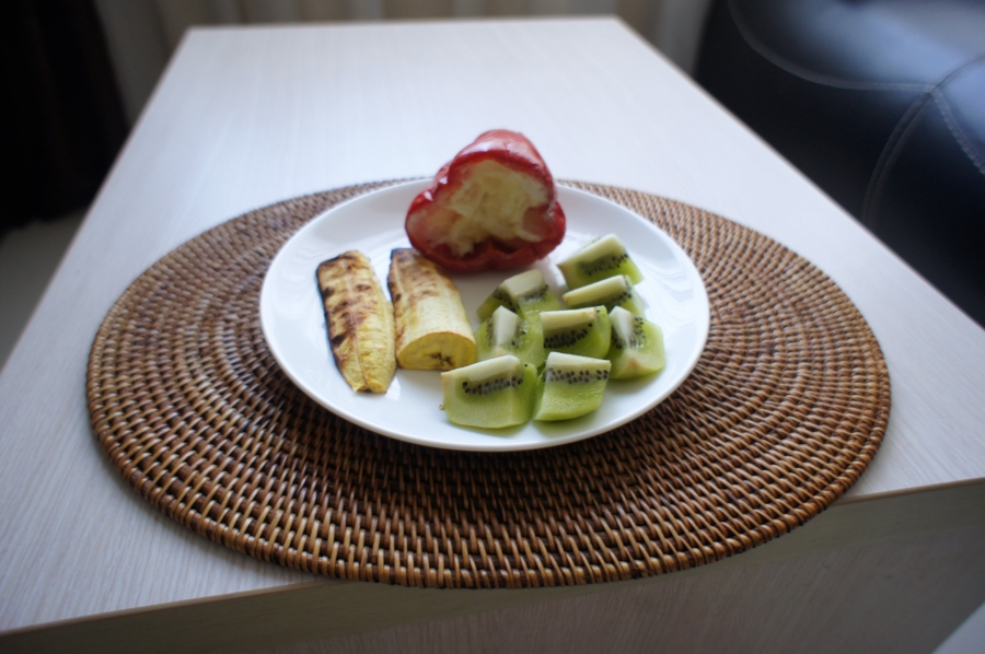 Egg white in  bell pepper, kiwi and grill plantain [2015:E O]