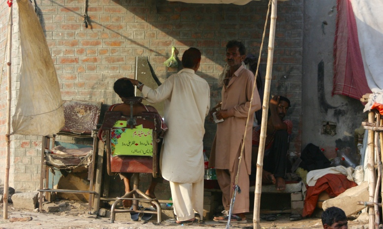 Pakistani Street Barber Shop [2015: E O]