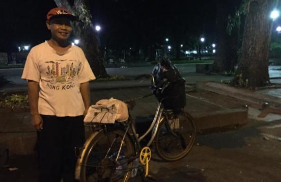 Khodir, a Jakarta-based janitor [2016:EO]